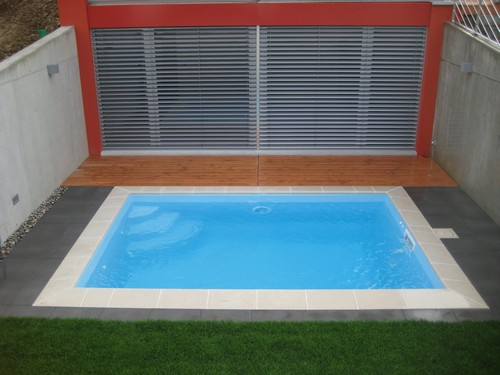 Piscine coque polyester seine maritime for Construction piscine tva 5 5