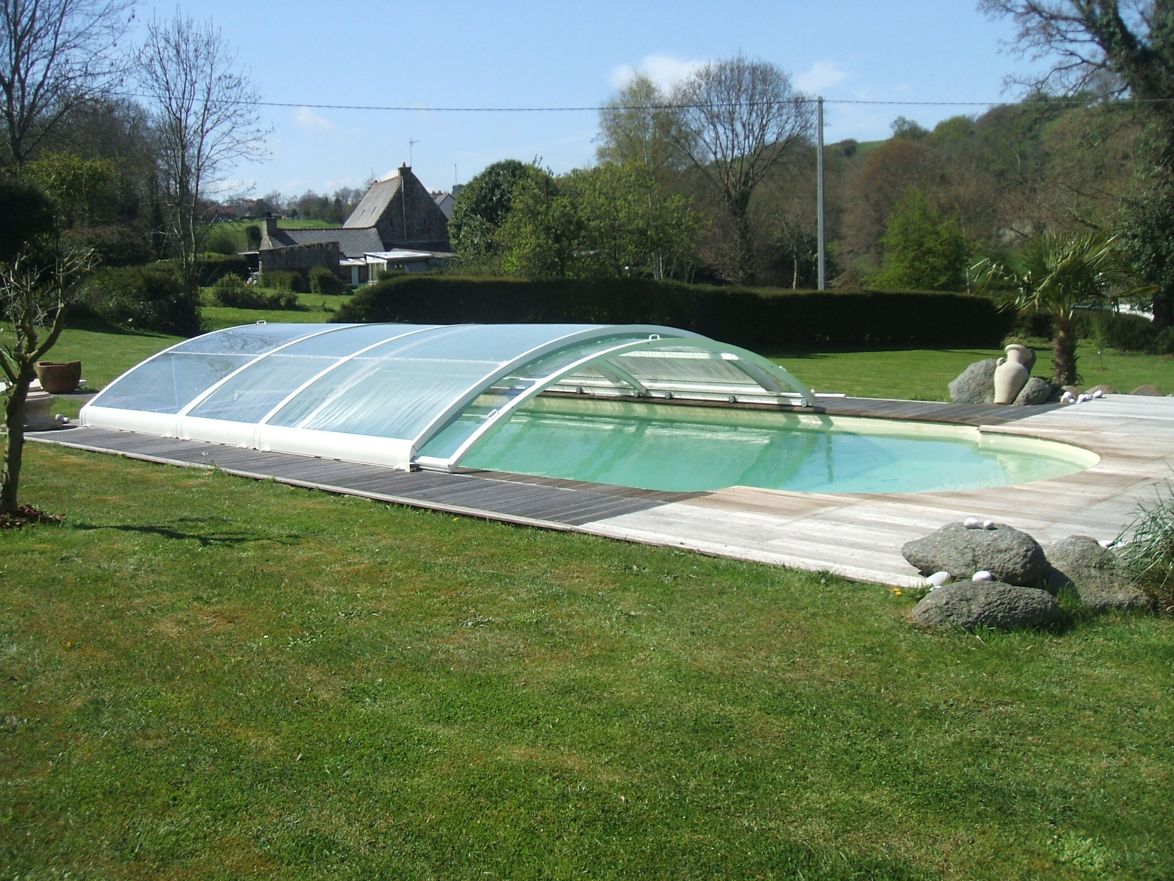 Piscine coque polyester seine maritime for Construction piscine 17
